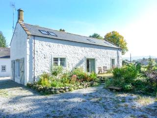 THE OLD COACH HOUSE, en-suite, private garden, pet-friendly, in Moniaive, Ref 14027