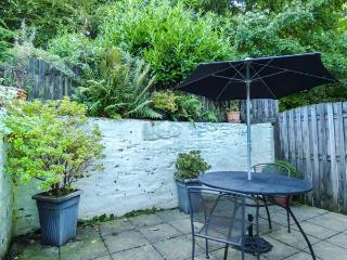 THE RETREAT, pet friendly, character holiday cottage, with a garden in St Keyne Near Looe, Ref 1678, Liskeard