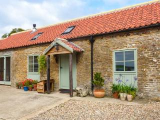 BROOK COTTAGE, single-storey, en-suite, woodburning stove, WiFi, off road parkin