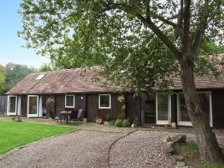 THE LINNEY, ground floor barn conversion with woodburner, garden, countryside setting in Malvern, Ref 917562
