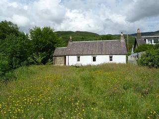 RIVERVIEW, open fire, pets welcome, fantastic base, riverside cottage near Callandar, Ref. 926586, Aberfoyle