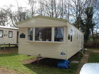 Static caravan  with in heating bedrooms  sleeps 8, Belton