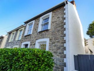 GRANITE HOUSE semi-detached, town centre, open fire in Redruth Ref 927754