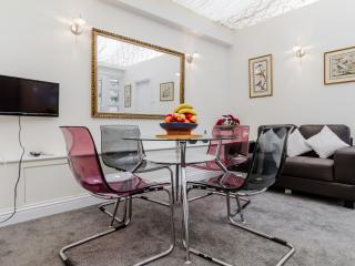 Genie's Two Bed with Terrace, Heart of Notting Hil, London