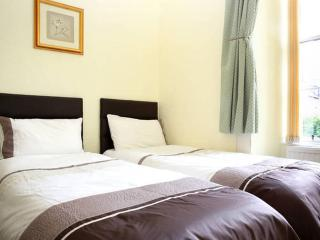 City centre Royal Mile Entire Apartment with 8+ beds