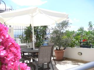 Central Family Apartment in Chania