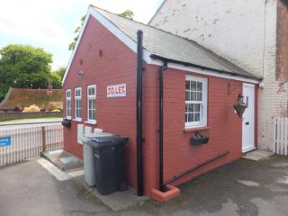 Bijou Bungalow close to church in village centre, Burgh le Marsh
