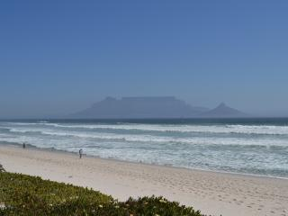 The Waves, Bloubergstrand