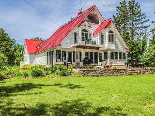 Stunning lakefront home with room for 10, great location!, North Hero