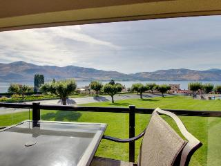 Waterfront condo with a shared pool, hot tub, dock & tennis, steps from the lake