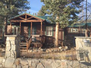 2BR Cabin in the Heart of Grand Lake