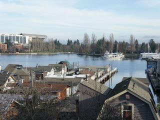 Mid-Century Portage Bay View Home, Seattle