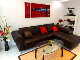 Tri level condo with rooftop sala, Kamala