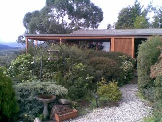 Helgrah Cottage HEALESVILLE views to die for, Healesville