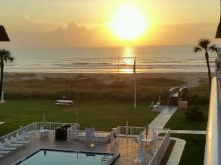 NEWLY REMODELED OCEAN VIEW CONDO, Cocoa Beach