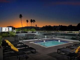 Airy 2 Bed Melrose Suite, Los Angeles