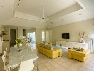 Prada - luxury villa in the heart of Port Douglas