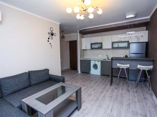 Sunny and nice flat on Mashtots av.