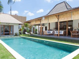 Fantastic 4 bedroom Villa in Kudeta Oberoi, Seminyak