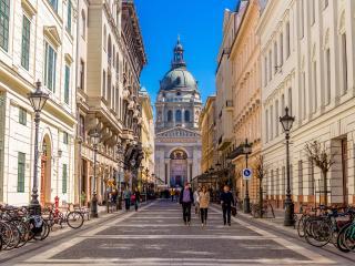 Gold Triangle Basilika, Parliament, Danube 1