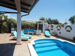 Splendida casa con piscina a 10 metri dal mare, San Felice Circeo