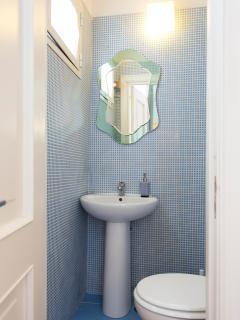 bagno si servizio con lavandino