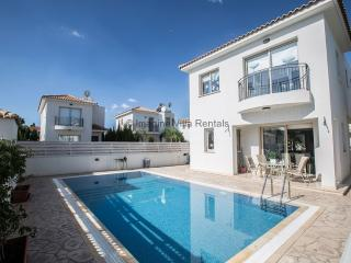 Megan, 3 bed with private pool and hot tub, Protaras