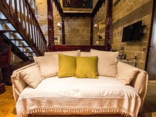 The Burrow Guest House 1st Floor Luxury Suite Bath, Tarxien