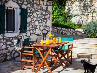 TRADITIONAL VILLA IN FISCARDO (CYPRESS)