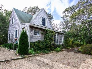 CHUNM - Oak Bluffs, European Design, Private Yard, Beautifully Decorated, Patio