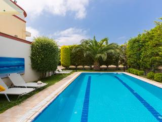 Villa Christina I, close to the beach!
