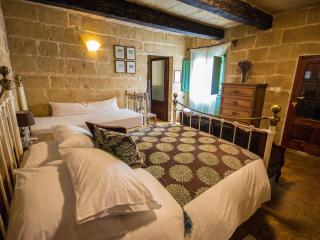 The Burrow First Floor Double With En-suite Bath, Tarxien