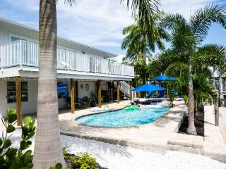 Renovated canal home with private pool near beach