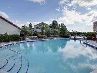 Cozy Florida condo w/shared dock, pool & sauna! Across the street from beach!, Panama City Beach