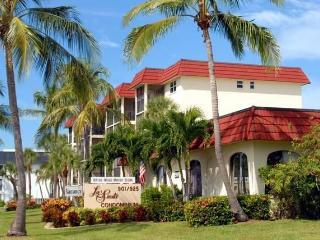 Gorgeous  Condo Across from Siesta Key Beach