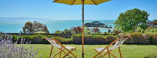 The Cliffs Nelson Holiday Home - Stunning Views & Lawns!, Moana
