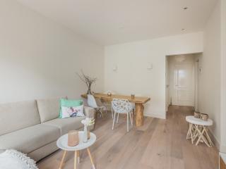 Modern apartment Aalsmeerweg 2p.