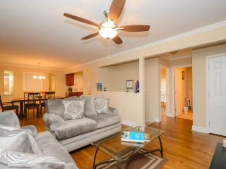 Amazing 4 BDR Atlanta Home, Sleeps 14, Decatur