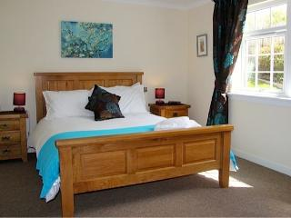 Cottage of Aird, Inverness. Bedroom 1 - king size bed with Egyptian cotton linen