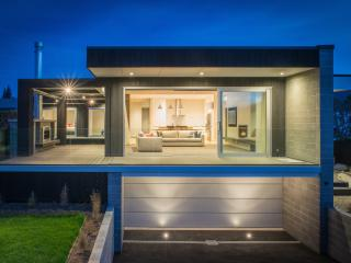 Walk to town and Lake Wanaka from this architectural luxury holiday home.