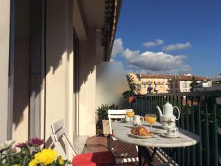 Place Mozart Apartment, Ave Auber. Wifi, Terrace., Nizza