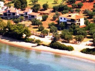 Elia-Haus direkt am Meer, ideal für chirdren, Nikiti