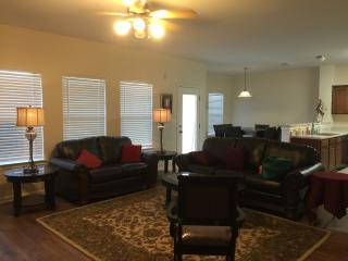 Large Spacious Living Room, Casual Dining & Kitchen