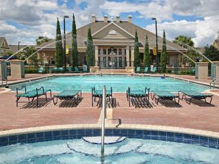 MINUTES TO DISNEY, 3 BEDROOMS 2 BATH TOWNHOUSE, Kissimmee