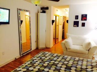 Chic apt in North Miami Beach- fully renovated