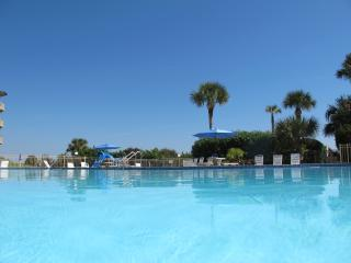 Resort Style & Ocean View Condo, Saint Augustine Beach