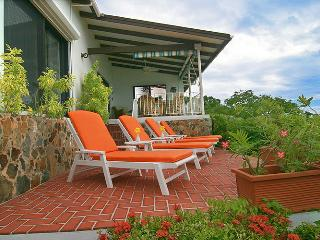 The front patio of the Seaview Beach Cottage
