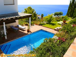 Villa Tropical *** 360° Panoramic Views *** Pool, Almunecar