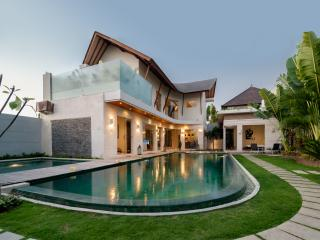VILLA & CAR & DRIVER! LUXURY - CENTRAL SEMINYAK