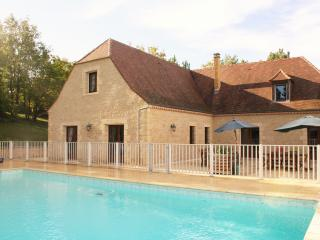 VILLA POUGET: SPACIOUSE STONE HOUSE 7 BED./5 BATH. WITH FENCED POOL & VIEWS